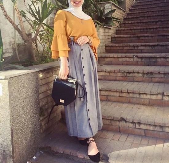 أفكار لتنسيق التنورة ذات الأزرار الأمامية مع الحجاب (3)