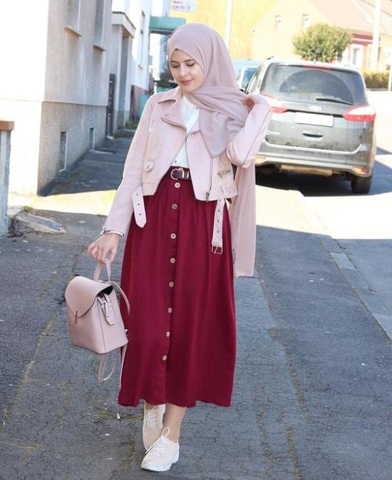 أفكار لتنسيق التنورة ذات الأزرار الأمامية مع الحجاب (6)