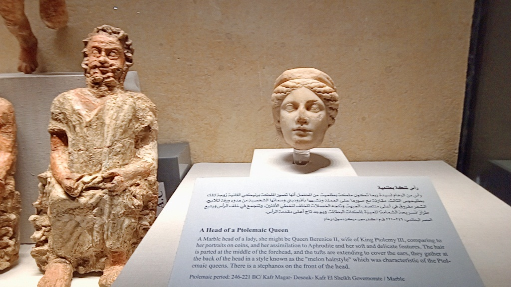 تماثيل اثرية بالمتحف