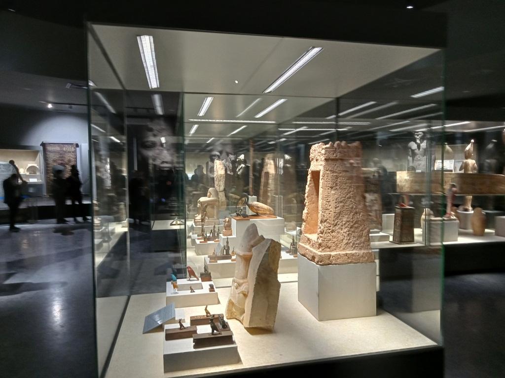 تعدد القطع الاثرية بالمتحف