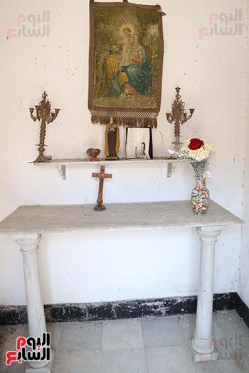 جينا تزور قبر والدها نجيب الريحانى (7)
