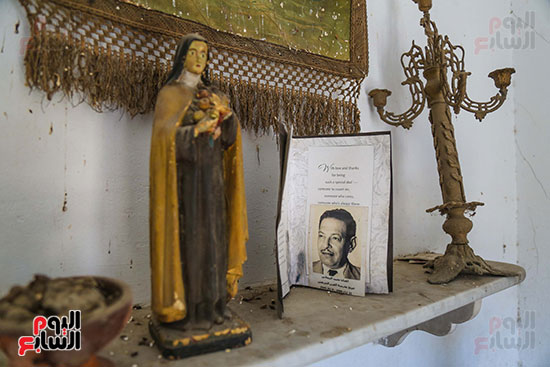 جينا تزور قبر والدها نجيب الريحانى (6)