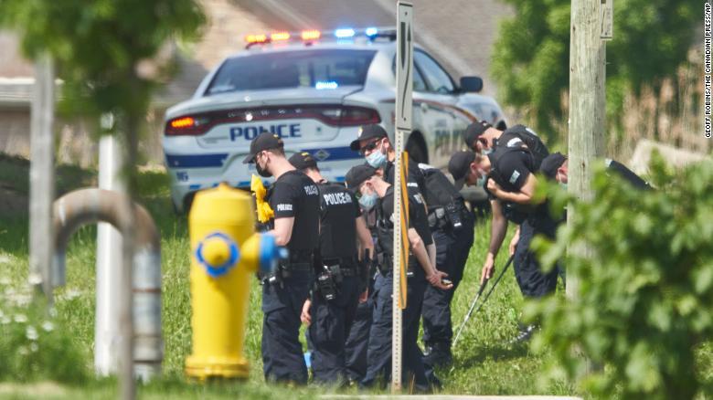 الشرطة الكندية فى مكان الحادث