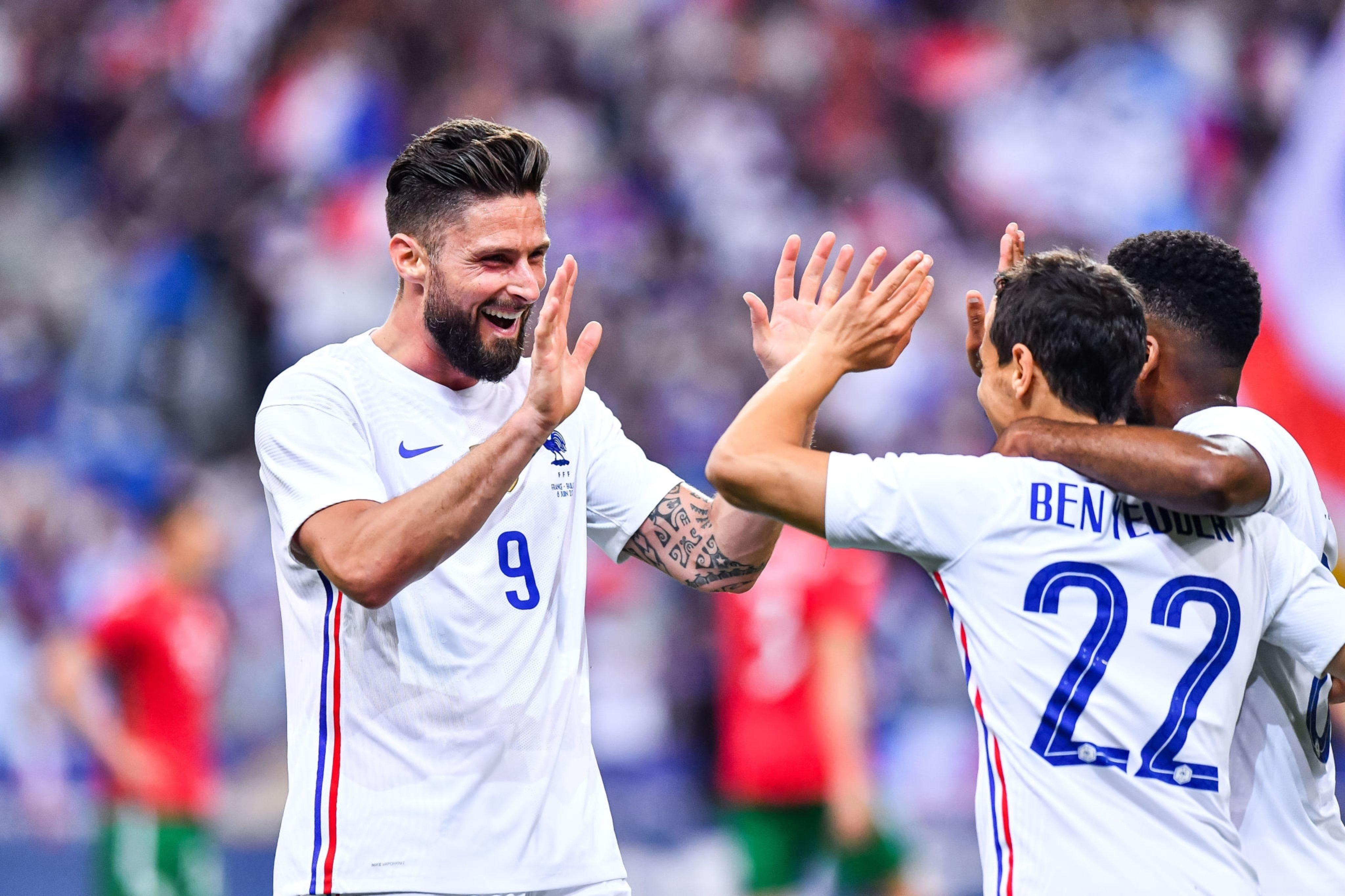 احتفال جيرو مع لاعبى فرنسا