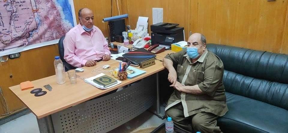 نقيب المهندسين مع مدير عام المكتبه