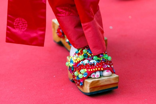 حذاء ذو تصميم غريب في مهرجان كان