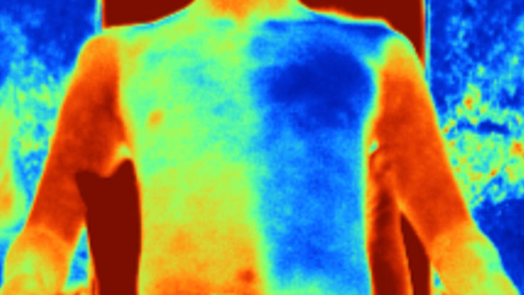 المادة على اليمين تقلل من حرارة الجسم مقارنه بالقطن العادى على اليسار