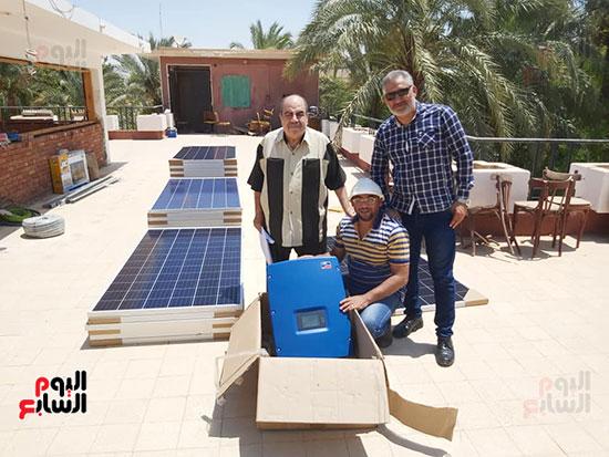 اثناء-تركيب-محطة-الطاقة-الشمسية