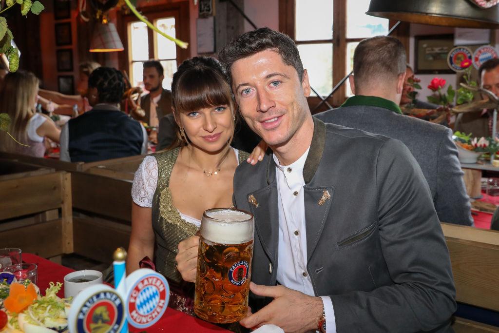 ليفاندوفسكي وزوجته