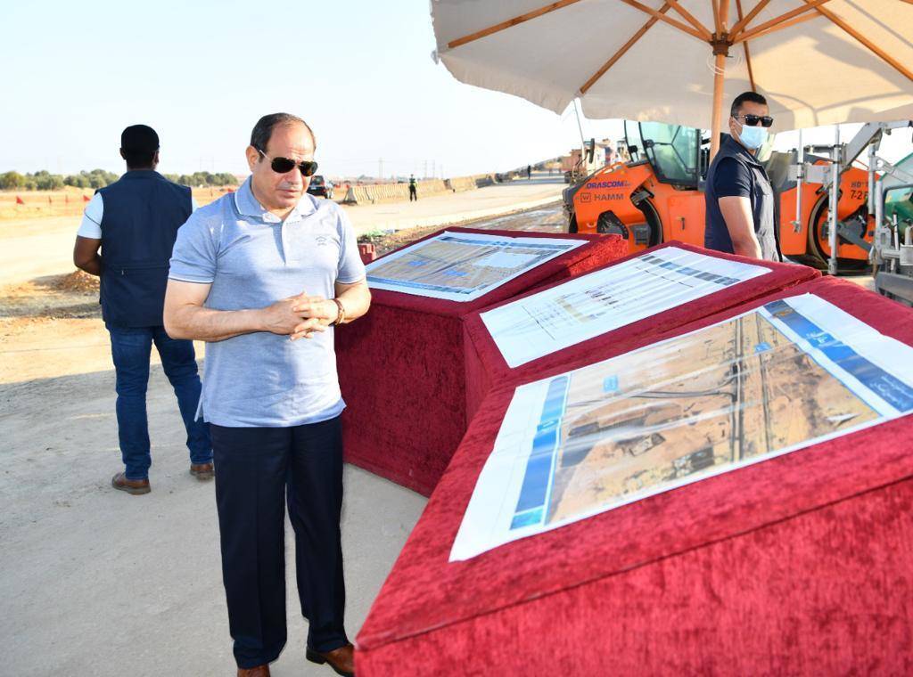 الرئيس السيسى يتفقد مشروعات تطوير شبكة محاور وطرق الساحل الشمالي (4)