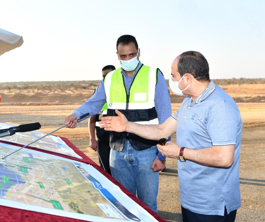 الرئيس السيسى يتفقد مشروعات تطوير شبكة محاور وطرق الساحل الشمالي (7)