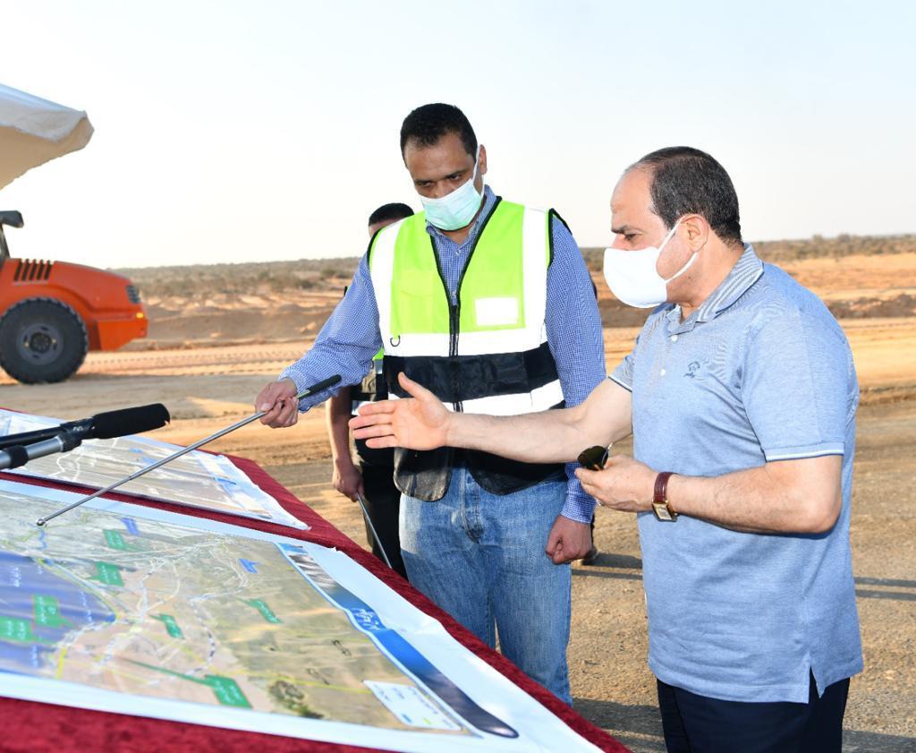 الرئيس السيسى يتفقد مشروعات تطوير شبكة محاور وطرق الساحل الشمالي (11)