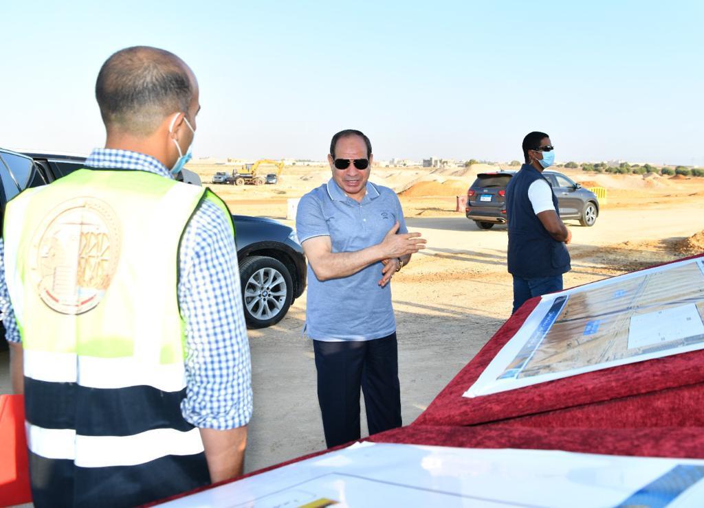 الرئيس السيسى يتفقد مشروعات تطوير شبكة محاور وطرق الساحل الشمالي (6)