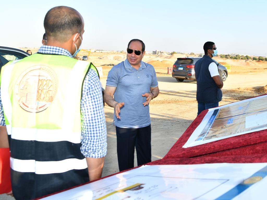 الرئيس السيسى يتفقد مشروعات تطوير شبكة محاور وطرق الساحل الشمالي (8)