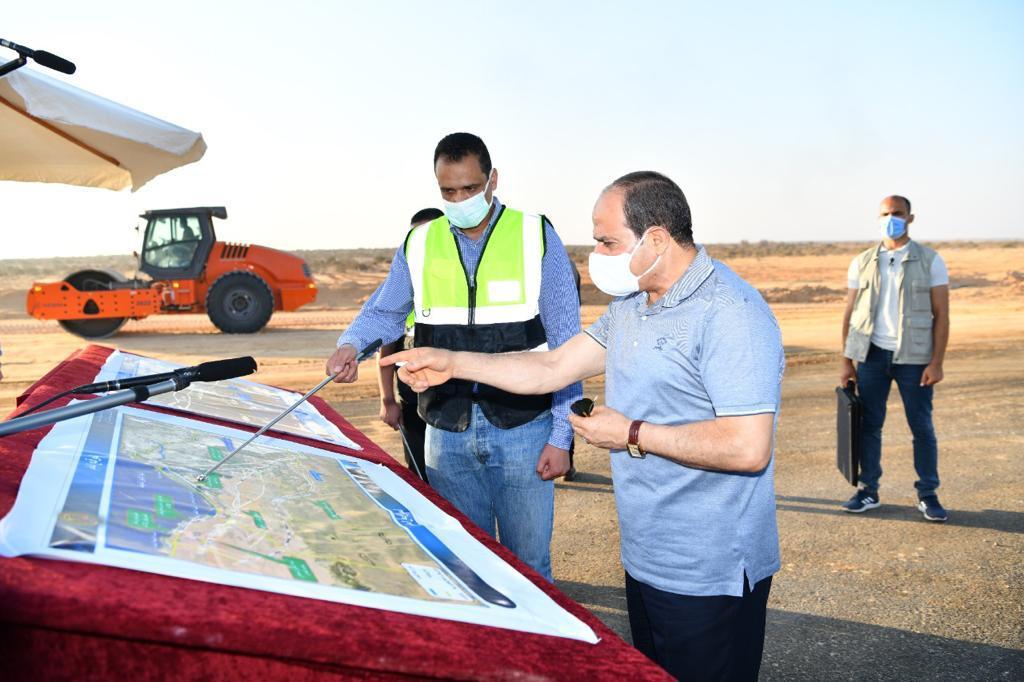 الرئيس السيسى يتفقد مشروعات تطوير شبكة محاور وطرق الساحل الشمالي (2)