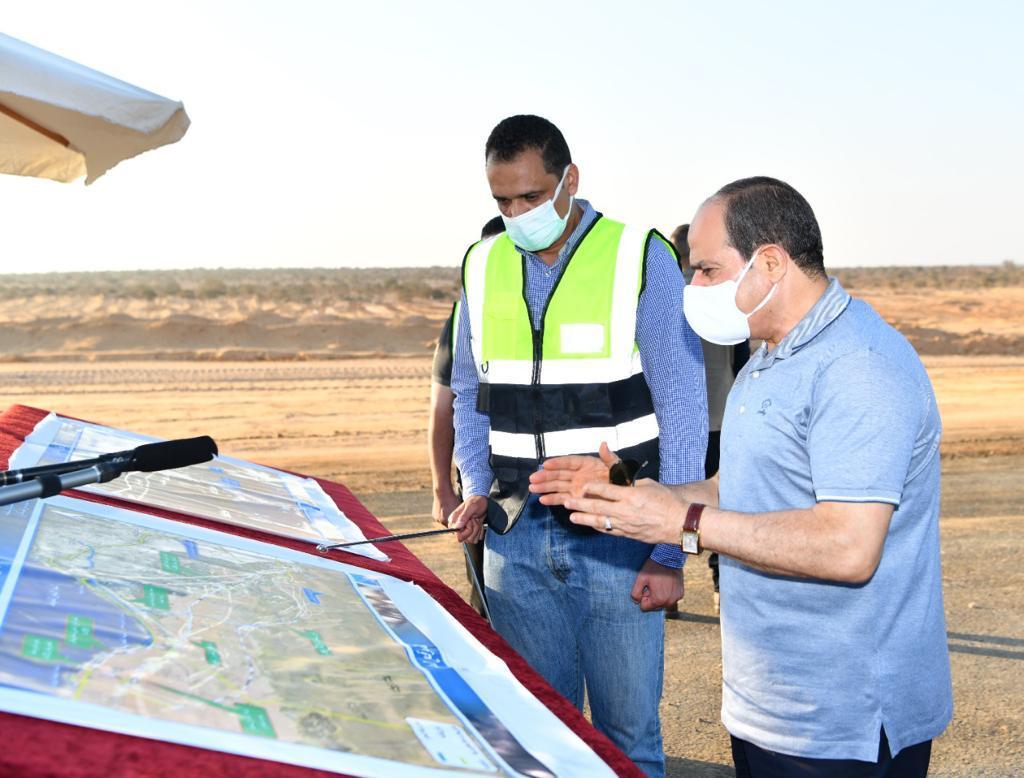 الرئيس السيسى يتفقد مشروعات تطوير شبكة محاور وطرق الساحل الشمالي (9)