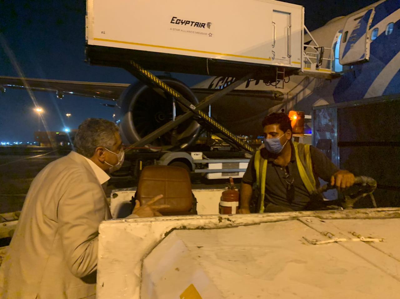 نائب وزير الطيران يتفقد مطار القاهرة الدولى