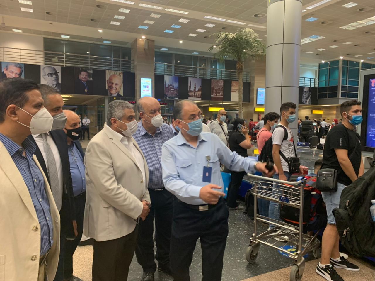 جولة تفقدية لنائب وزير الطيران