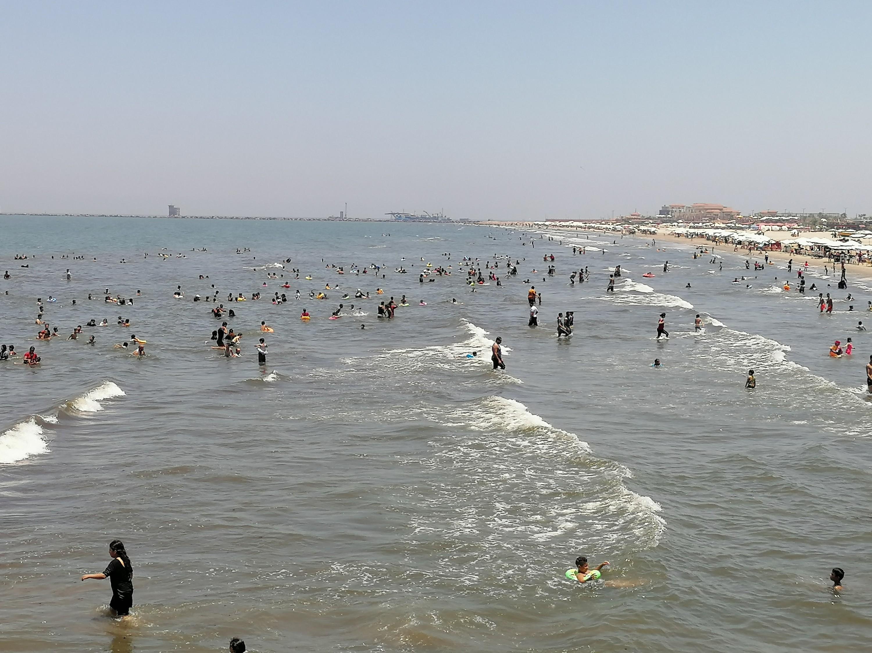 ممارسة السباحة لزوار بورسعيد
