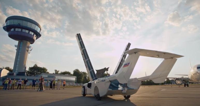 مشهد السيارة الطائرة
