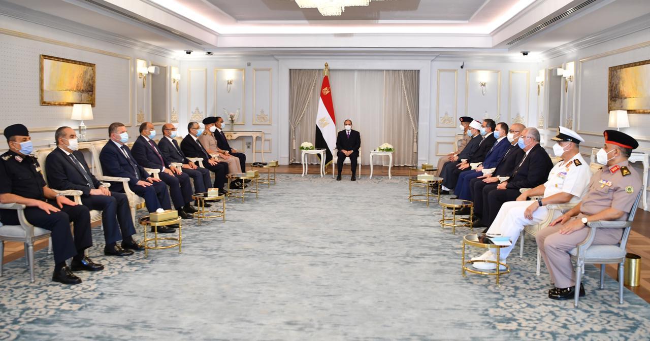 الرئيس السيسي يعقد اجتماع بالعلمين (2)