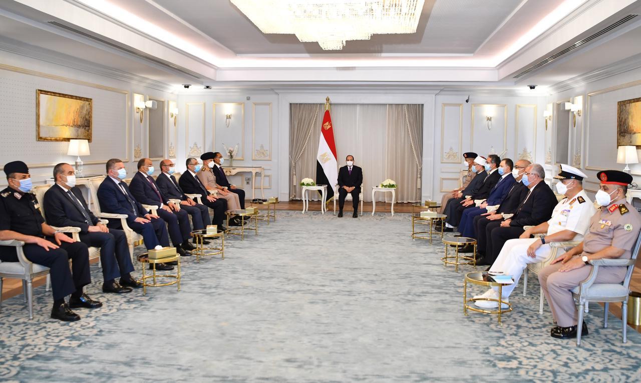 الرئيس السيسي يعقد اجتماع بالعلمين (4)