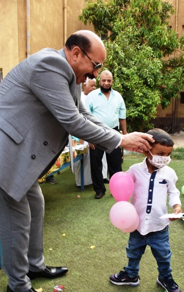 زيارة محافظ أسوان لدار رعاية البنين والبنات (2)