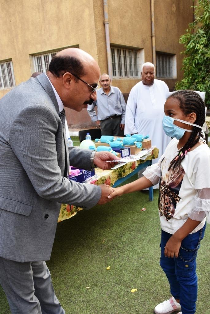 زيارة محافظ أسوان لدار رعاية البنين والبنات (4)