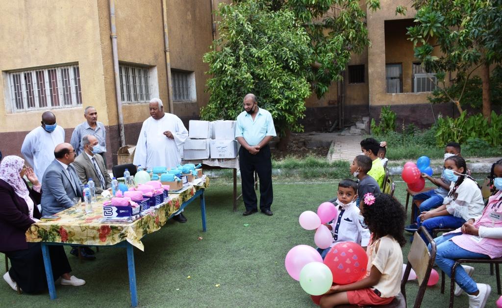 زيارة محافظ أسوان لدار رعاية البنين والبنات (6)