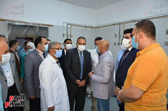 محافظ-الشرقية-يزور-مستشفى-منيا-القمح
