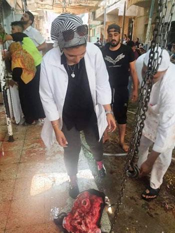طبيبات الإسماعيلية البيطريات يتصدرن مشهد الإشراف على ذبح الأضاحي (9)
