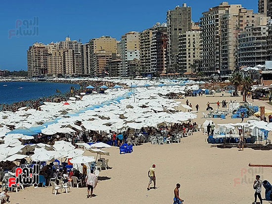 شواطئ-الإسكندرية-كاملة-العدد-فى-ثانى-أيام-العيد-(4)