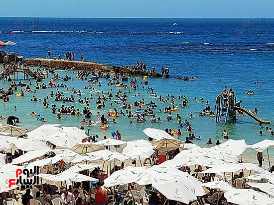 شواطئ-الإسكندرية-كاملة-العدد-فى-ثانى-أيام-العيد-(1)