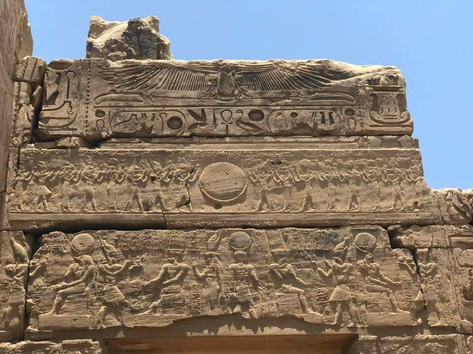 نقوش ترصد الحضارة الفرعونية فى الكرنك