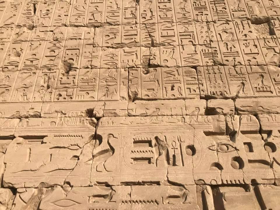 نصوص تاريخية على جدران الكرنك