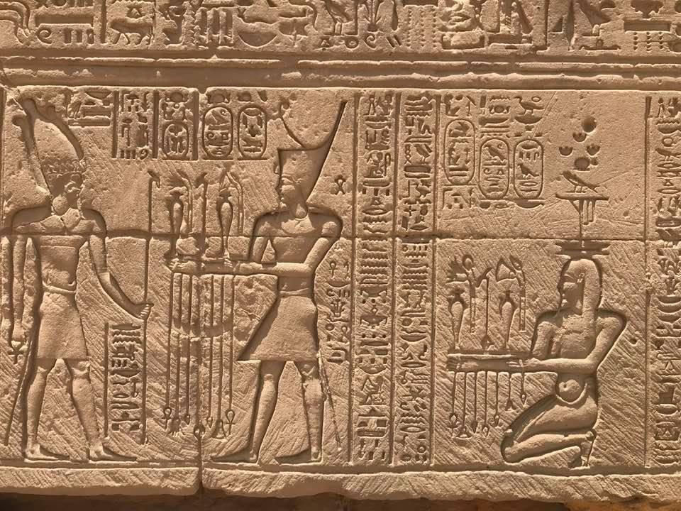 لوحات للتاريخ الفرعوني بالكرنك