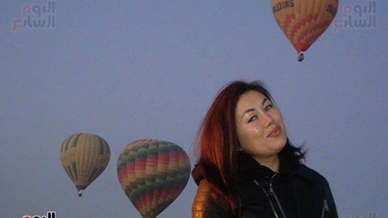 احدي-جميلات-الأجانب-تستمع-برحلة-بالون-بالأقصر