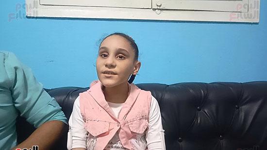 """صوت عذب.. """"سلمى"""" طفلة كفيفة تبدع فى تلاوة القرآن الكريم"""