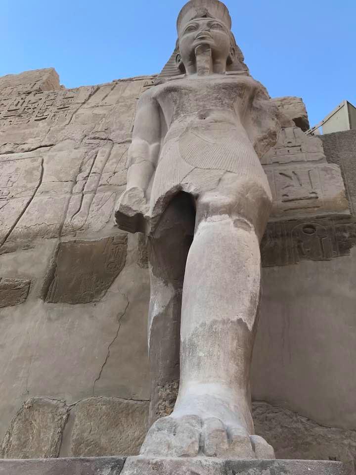 تمثال بديع للملك رمسيس بالكرنك