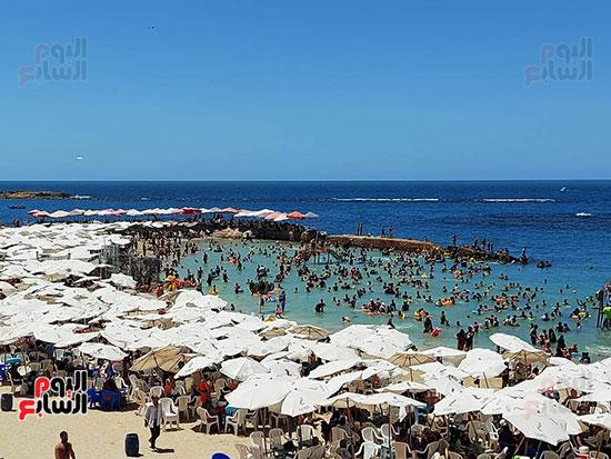 شواطئ-الإسكندرية-كاملة-العدد-فى-ثانى-أيام-العيد-(10)