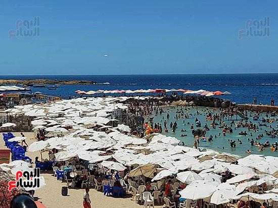 شواطئ-الإسكندرية-كاملة-العدد-فى-ثانى-أيام-العيد-(12)