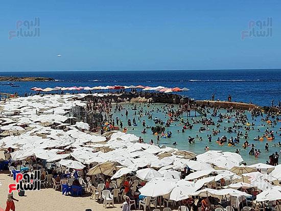شواطئ-الإسكندرية-كاملة-العدد-فى-ثانى-أيام-العيد-(13)
