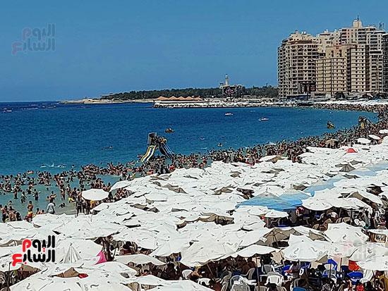 شواطئ-الإسكندرية-كاملة-العدد-فى-ثانى-أيام-العيد-(3)