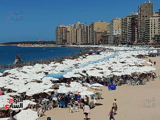 شواطئ-الإسكندرية-كاملة-العدد-فى-ثانى-أيام-العيد-(6)