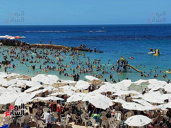 شواطئ-الإسكندرية-كاملة-العدد-فى-ثانى-أيام-العيد-(9)