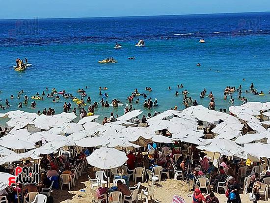 شواطئ-الإسكندرية-كاملة-العدد-فى-ثانى-أيام-العيد-(11)