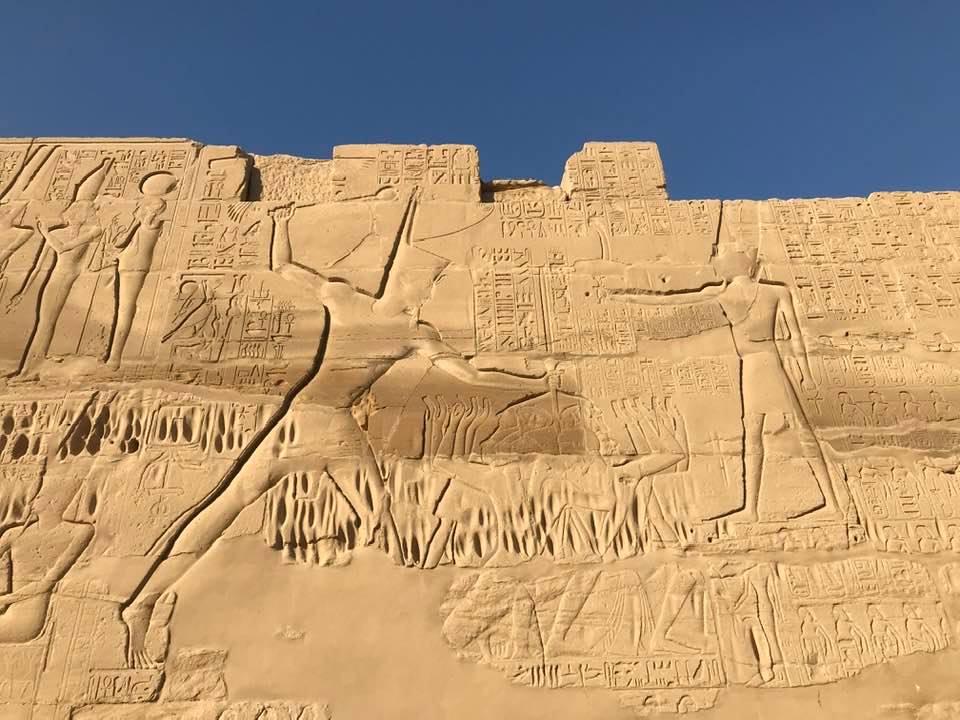 بطولات ملوك القدماء المصريين على الجدران