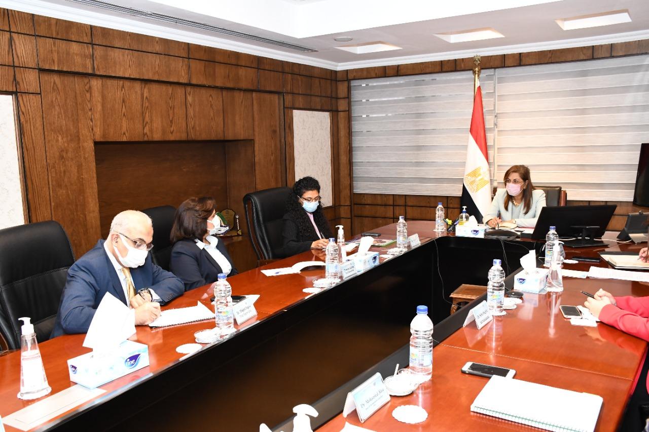 وزيرة التخطيط خلال اجتماعها