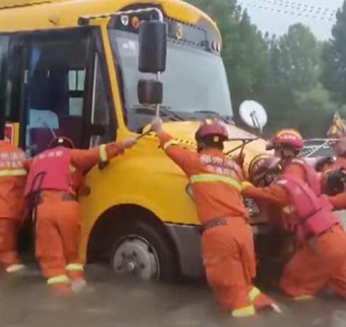 محاولة تحريك الحافلات