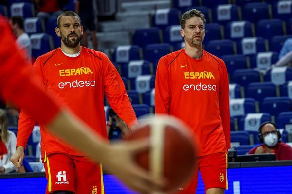 باو ومارك جاسول من المنتخب الإسباني لكرة السلة.